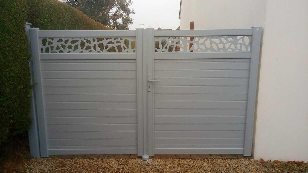 Installation d'un portail alu personnalisé - Plérin
