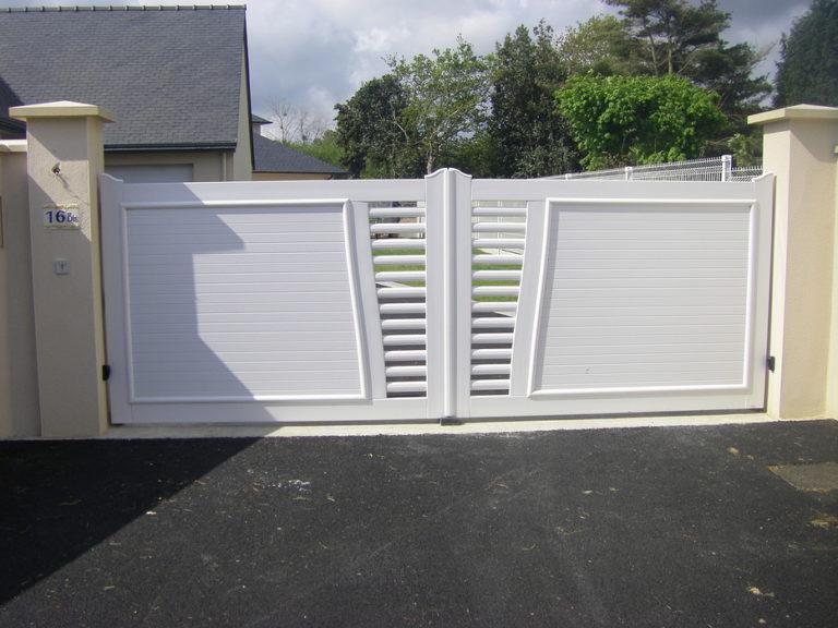 Portail blanc PVC automatique - Plouha