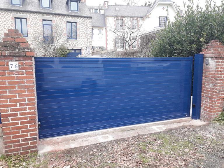 Portail coulissant grande largeur motorisé bleu - Saint Brieuc