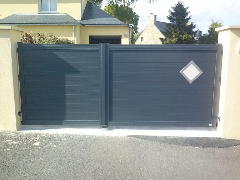 Portail noir pivotant automatique gris anthracite - Plaintel