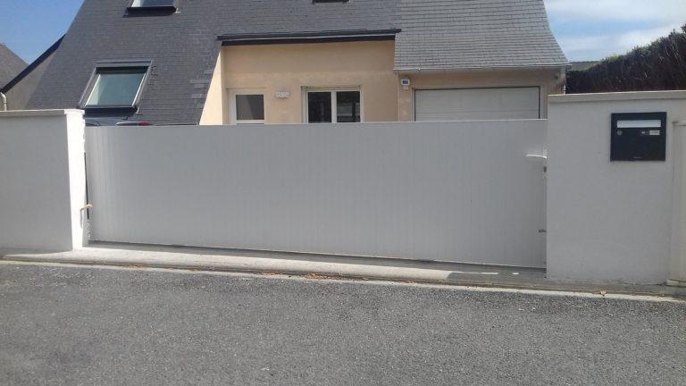 Portail très grande largeur PVC coulissant - Saint Brieuc 22