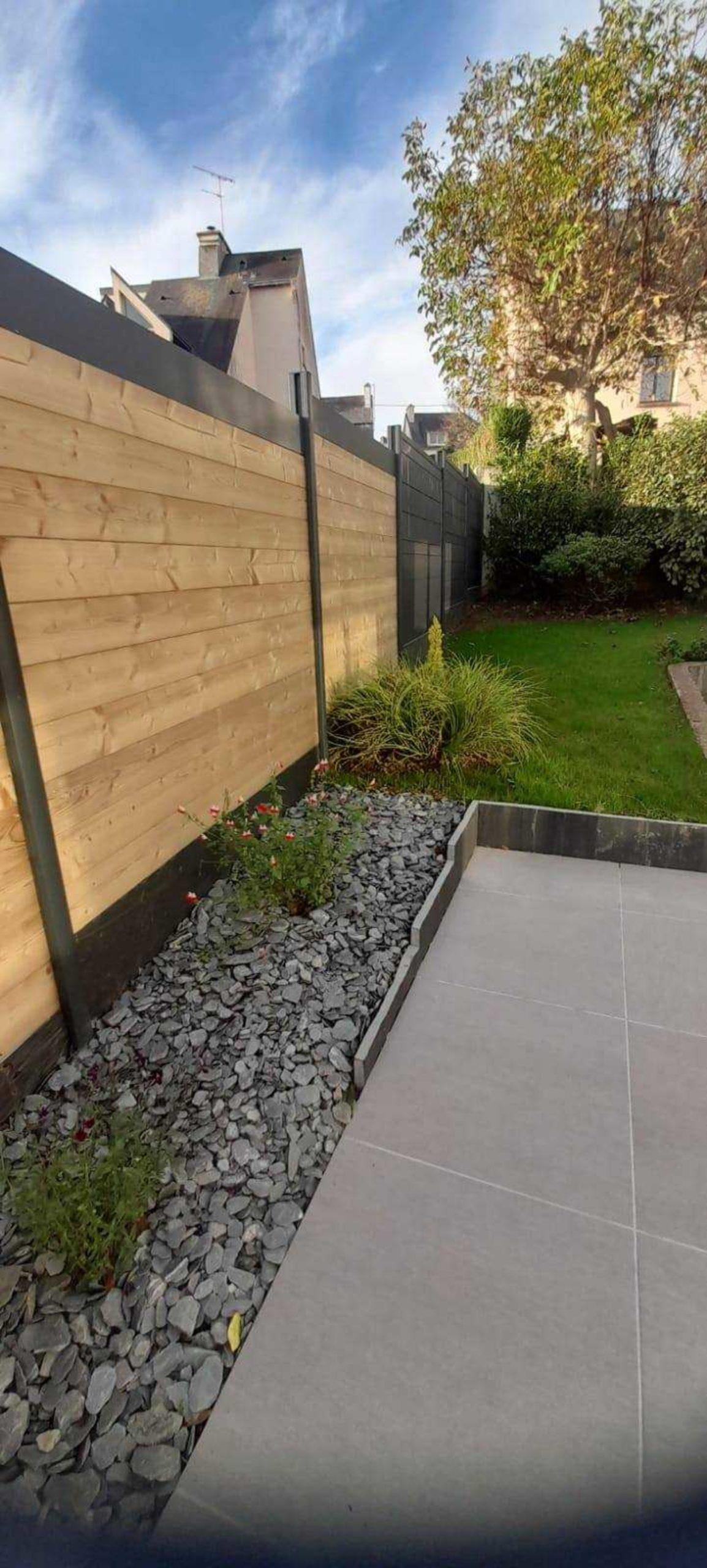 Dallage, bordure, palissade bois, terrasse dallée